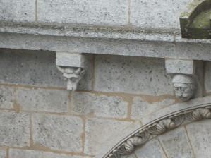 frise de sculpture arriérè de la cathédrale d'angouleme (charente, france)