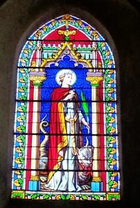vitrail de Sainte Marguerite d'Antioche dans l'église de Carcés (Var, France)